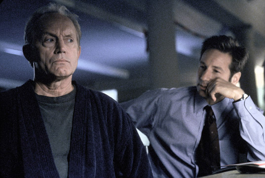 109932 XFOX-1A THE X-FILES: Former FBI agent Frank Black (Lance Henriksen, L) is called in to help Agents Mulder (David Duchovny, R) and Scully investigate a series of bizarre murders linked to the Millennium Group in the ÒMillenniumÓ episode of THE X-FILES airing Sunday, Nov. 28 (9:00-10:00 PM ET/PT) on FOX. ©1999 FOX BROADCASTING COMPANY CR: Nicola Goode
