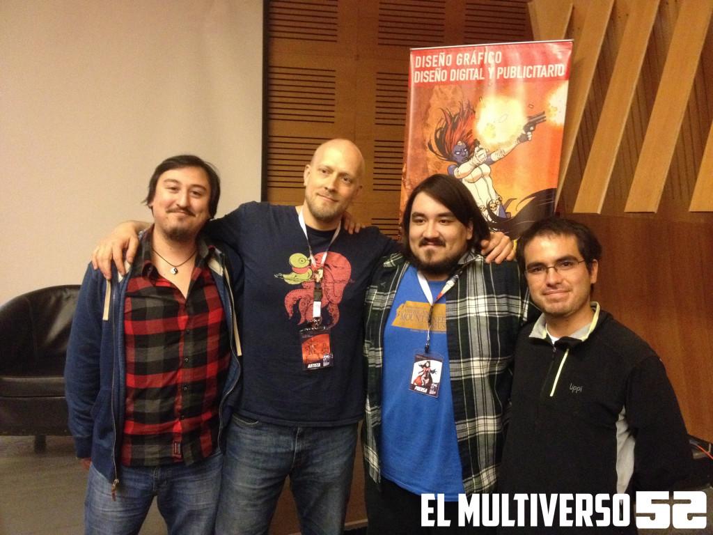 Zach Howard junto a los administradores de El Multiverso 52: Armstrong, Linken y Toripe