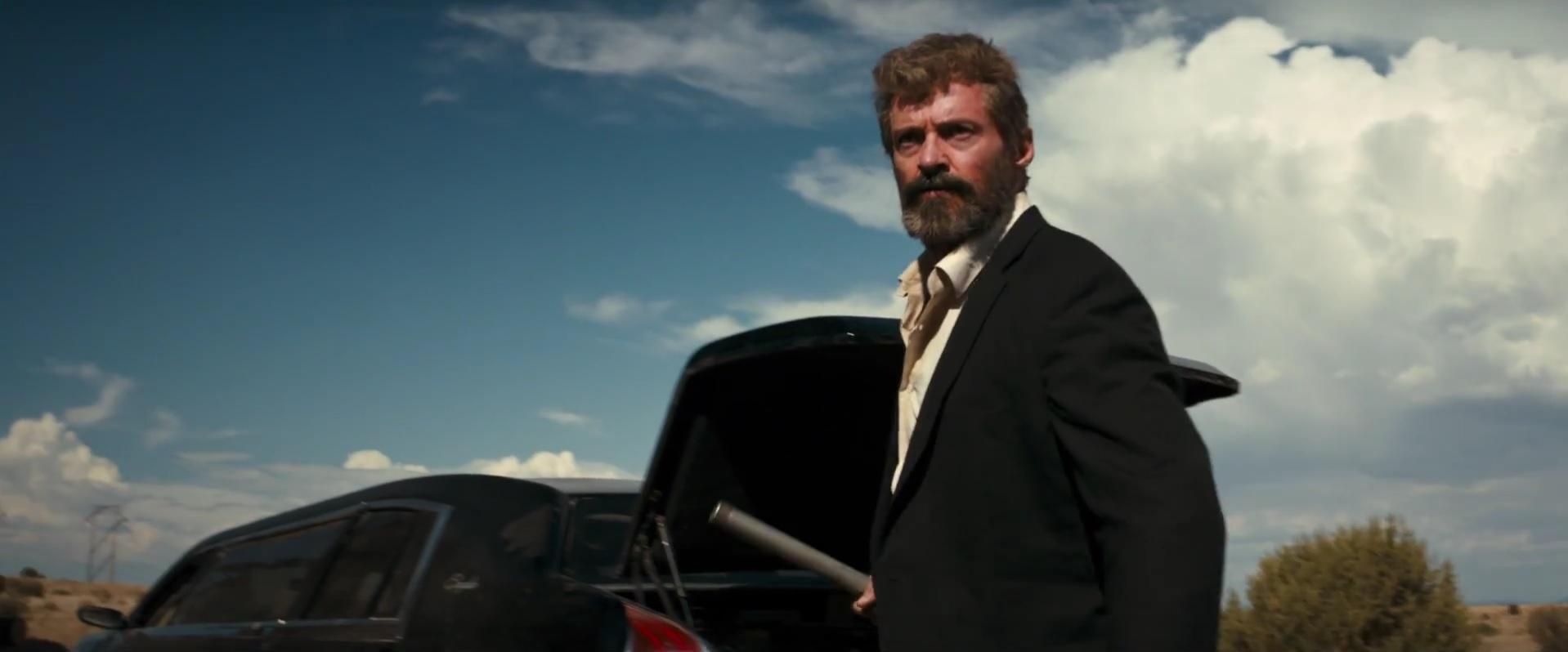 Logan con terno